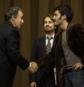 Milano. Elio De Capitani (Nixon), Ferdinando Bruni (David Frost) e Alejandro Bruni Ocaña (Jim Reston) all'Elfo Puccini (foto Laila Pozzo)