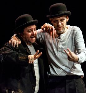 """Milano. Natalino Balasso e Jurij Ferrini in """"Aspettando Godot"""" di Samuel Beckett in scena all'Elfo Puccini (foto Massimo Battista)"""