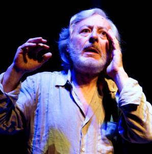 """Milano. Leo Gullotta, intenso protagonista di """"Prima del silenzio"""", di Patroni Griffi, al Teatro Franco Parenti (foto di Tommaso Le Pera)."""