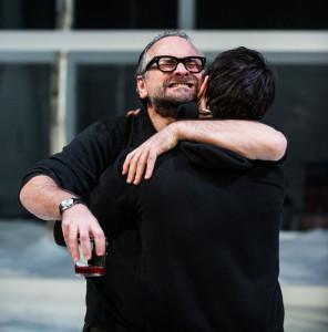 """Milano. Massimo Popolizio e Marco Foschi in una scena di """"Visita al padre"""", con la regia di Carmelo Rifici, al Piccolo Teatro Studio (foto Marasco)"""