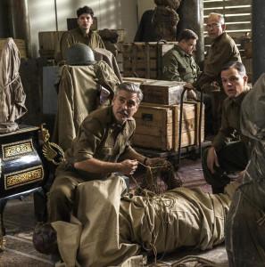 """George Clooney e Matt Damon in una scena del film """"Monuments Men"""""""