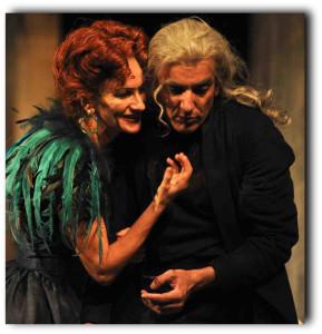 """Milano. Sabrina Scuccimarra e Arturo Cirillo in una scena di """"L'avaro"""" di Molière al Teatro Carcano (foto di Marco Ghidelli)"""