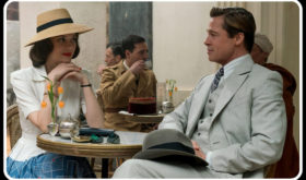 """Spionaggio, guerra, amore. Ecco """"Allied"""", il film galeotto. Romantico e irreale. Ma Brad Pitt e la Cotillard fanno faville"""